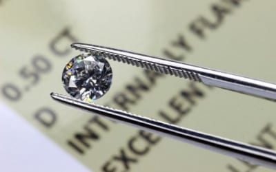 Types Of Alternative Investments: Colored Diamonds